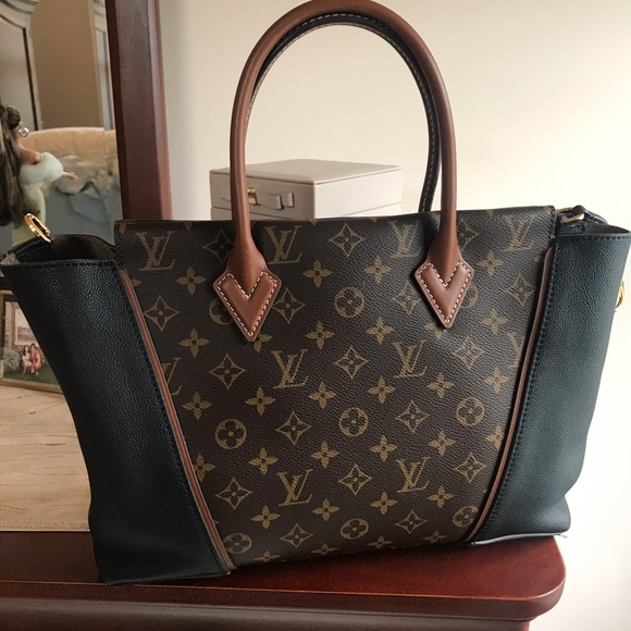 Louis Vuitton Handbags - Louis Vuitton W PM Tote